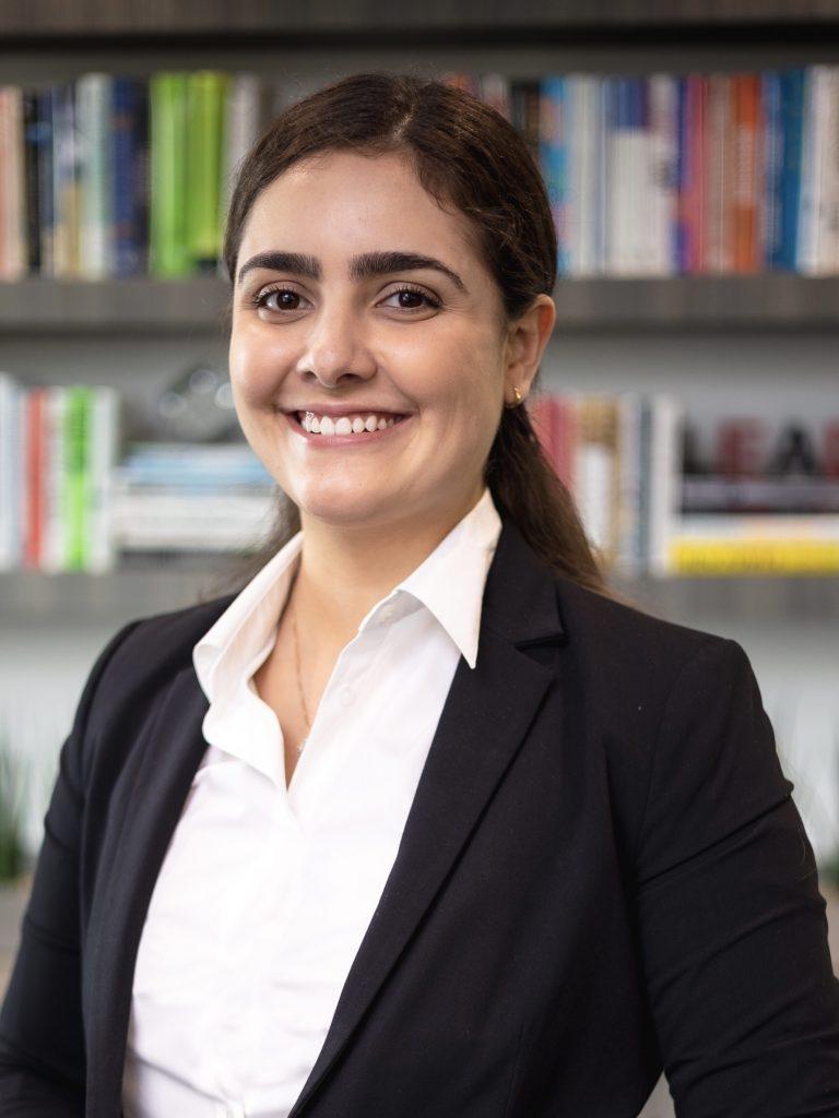 Andressa Angelini Souza- Headshot